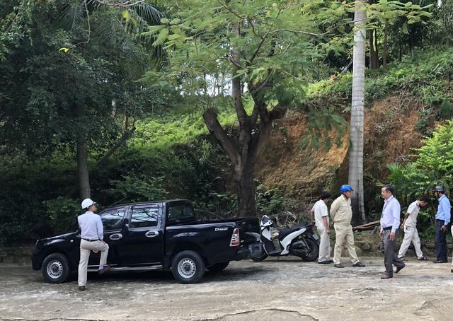 Đội Quy tắc đô thị quận Liên Chiểu phối hợp cán bộ phường Hoà Bắc đến kiểm tra thực tế hiện trạng biệt phủ trái phép