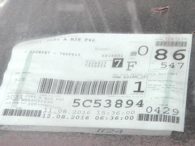 Trong xe vẫn còn thông tin cơ bản về nguồn gốc xe, nhà phân phối trên tờ khai sơ lược E-Manifest