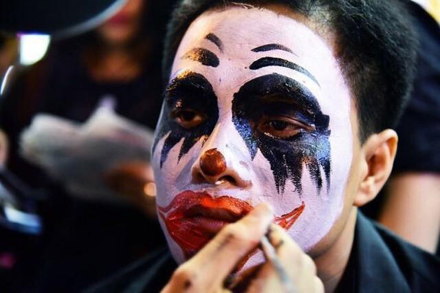 Một khuôn mặt được trang điểm với giá dao động từ 50.000-300.000 đồng tùy vào độ khó.