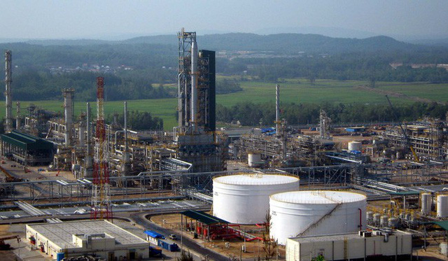 Quảng Ngãi kiến nghị Chính phủ em xét chấp thuận điều chỉnh mức thuế suất nhập khẩu dầu thô Azeri từ Azerbaijan nói riêng và các loại dầu thô nhập khẩu khác nói chung cho Dung Quất tương tự Nghi Sơn là 0%.