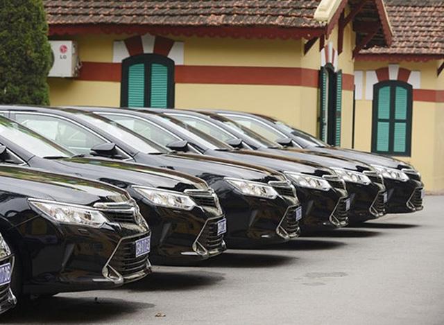 Vì sao tiếp tục tạm dừng mua ô tô công?