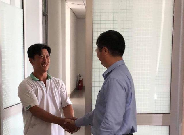 Ông Nguyễn Cà Rê bắt tay phó chủ tịch UBND TP Cần Thơ sau buổi làm việc