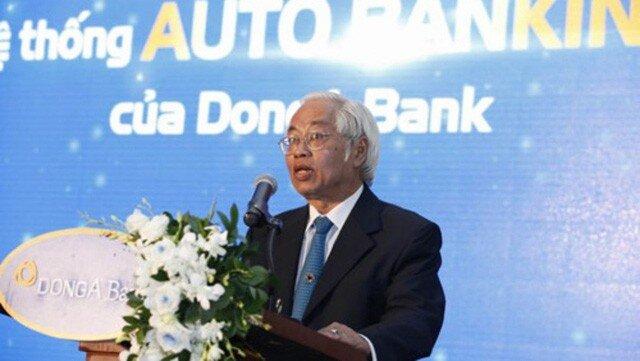 Trần Phương Bình lấy tiền ngân hàng cho nhân viên ăn tết