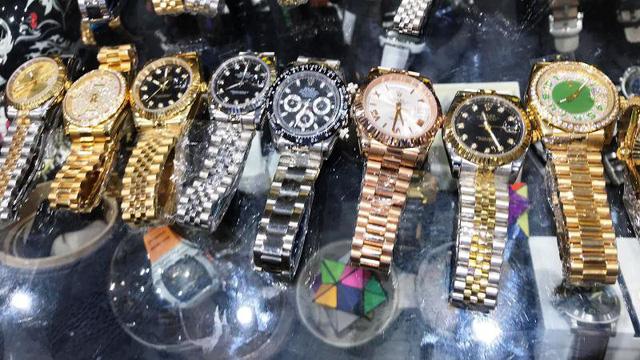 Đồng hồ mang các thương hiệu nổi tiếng thế giới nhưng không rõ nguồn gốc, xuất xứ
