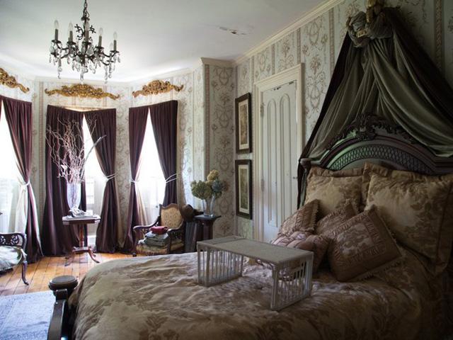 Phòng ngủ chính lớn hơn, sang trọng hơn.
