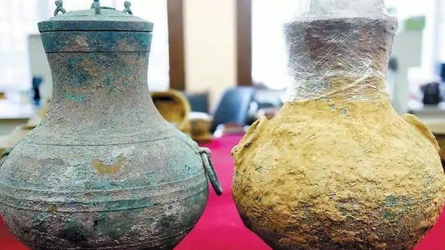 Đào được bình rượu cổ 2.000 năm tuổi của giới quý tộc xưa