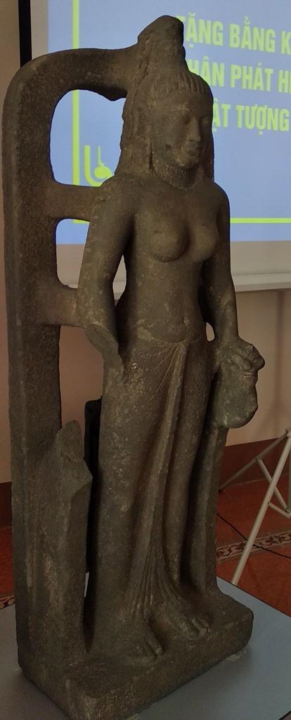 Vớt được tượng nữ thần 1.400 năm tuổi trị giá 7,5 tỷ đồng