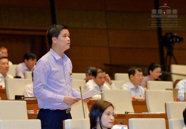 Đại biểu Ngọ Duy Hiểu thảo luận tại hội trường Quốc hội.