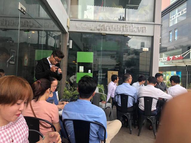 Sáng nay (19/11), nhiều khách hàng cũng đã đến tòa nhà La Bonita để hỏi tội chủ đầu tư.