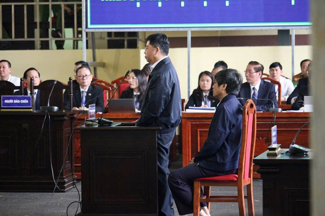 Bị cáo Nguyễn Văn Dương khai báo tại tòa sáng nay (21/11)