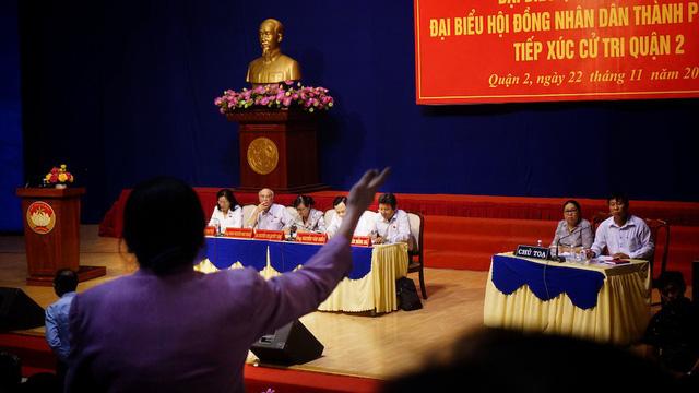Đến gần 20h, Chủ tịch HĐND thành phố cùng tổ Đại biểu Quốc hội nghe đủ hơn 50 phát biểu, ý kiến của cử tri Quận 2.