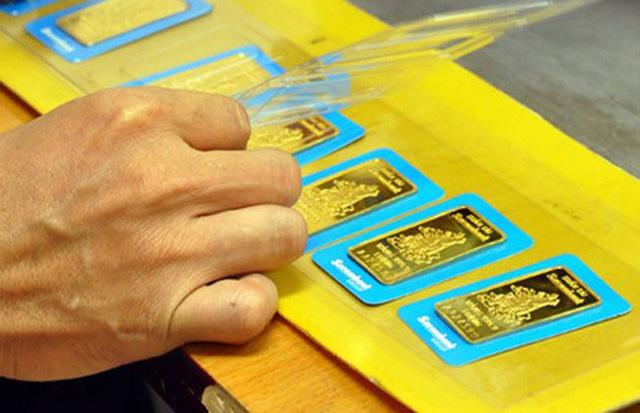 Giá vàng sụt giảm trước các quyết sách mới