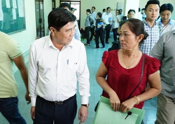 Chủ tịch UBND TPHCM Nguyễn Thành Phong đã 3 lần đối thoại với người dân Thủ Thiêm sau khi có kết luận của Thanh tra Chính phủ về dự án Khu đô thị mới Thủ Thiêm (ảnh: Phạm Nguyễn)