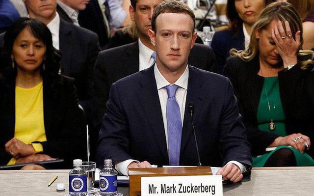 Mark Zuckerberg tại phiên điều trần diễn ra vào tháng 4/2018.