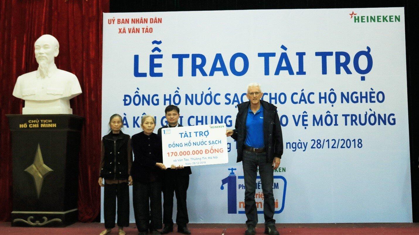Gần 100 hộ nghèo ở Hà Nội vừa được lắp đồng hồ, dùng nước sạch