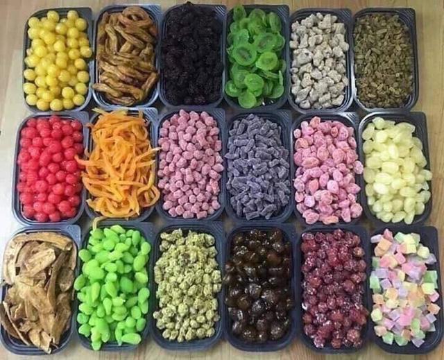 Các loại hoa quả sấy, mứt Trung Quốc đang được rao bán tràn ngập trên thị trường