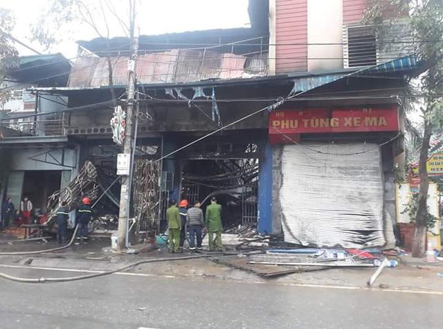 Cháy cửa hàng phụ tùng xe máy, 30 tỷ đồng bị thiêu rụi