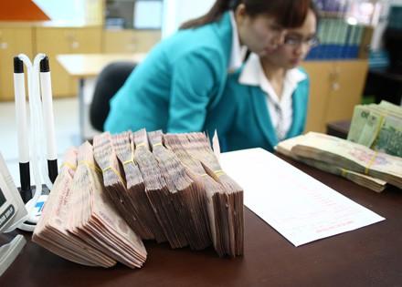 Ông lớn ngân hàng đầu tiên giảm lãi suất cho vay VND - Ảnh 1.