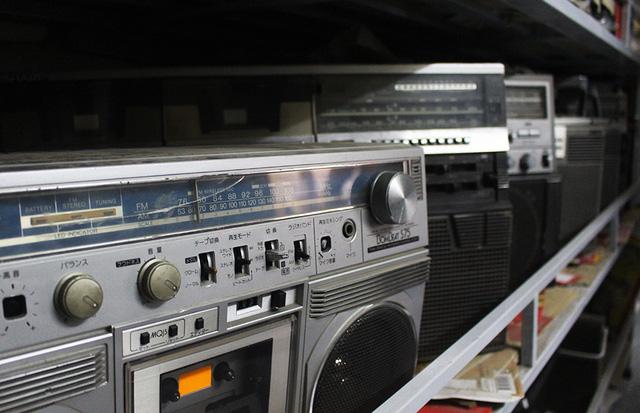 2 toà nhà chứa đầy đài cassette Nhật: Gia tài độc nhất vô nhị của vua đất Cảng - Ảnh 10.