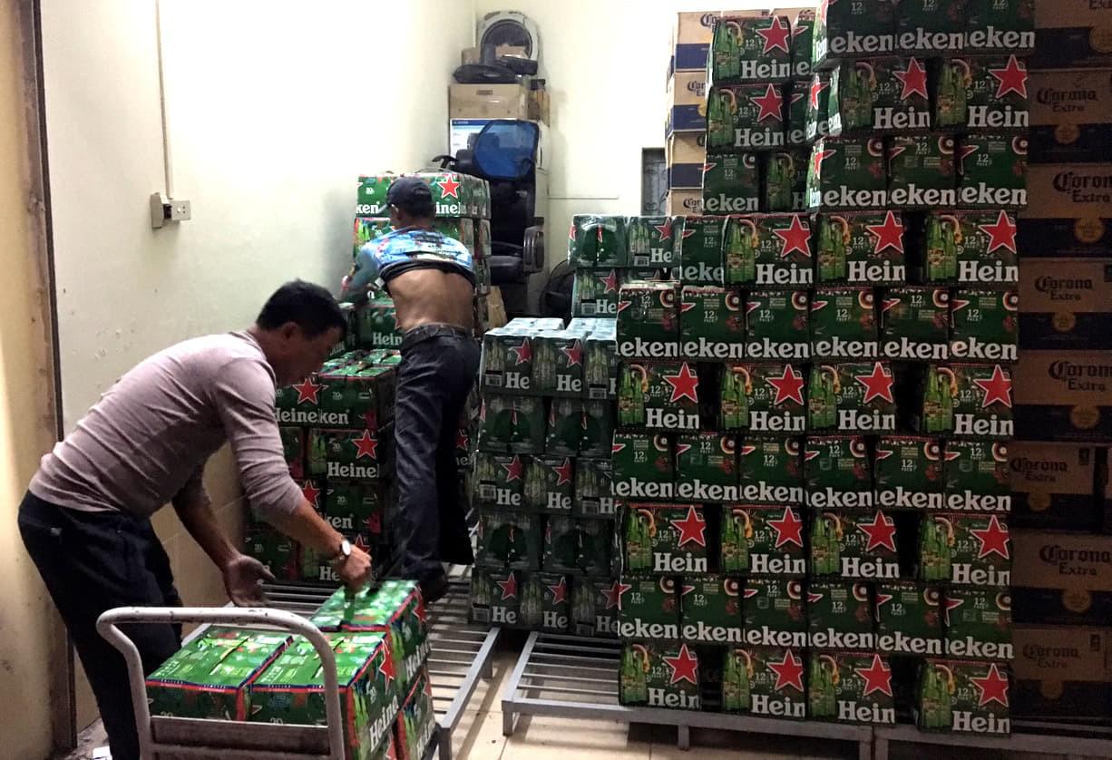Phát hiện hàng nghìn két bia, nước ngọt không rõ nguồn gốc - Ảnh 1.