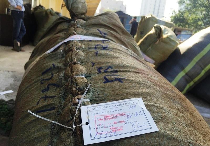 TPHCM bắt giữ 84 kiện quần áo, giày dép không rõ nguồn gốc - Ảnh 2.