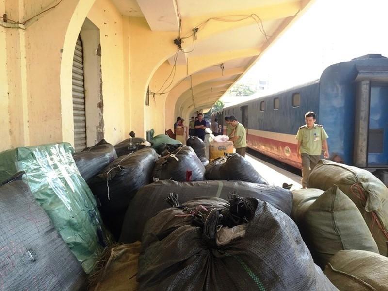TPHCM bắt giữ 84 kiện quần áo, giày dép không rõ nguồn gốc