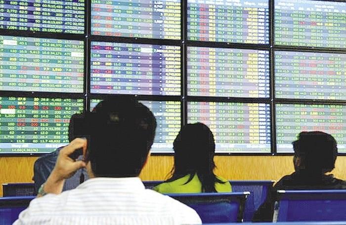 """Nhà đầu tư ngoại rút ròng, cổ phiếu Vingroup """"cứu"""" VN-Index"""