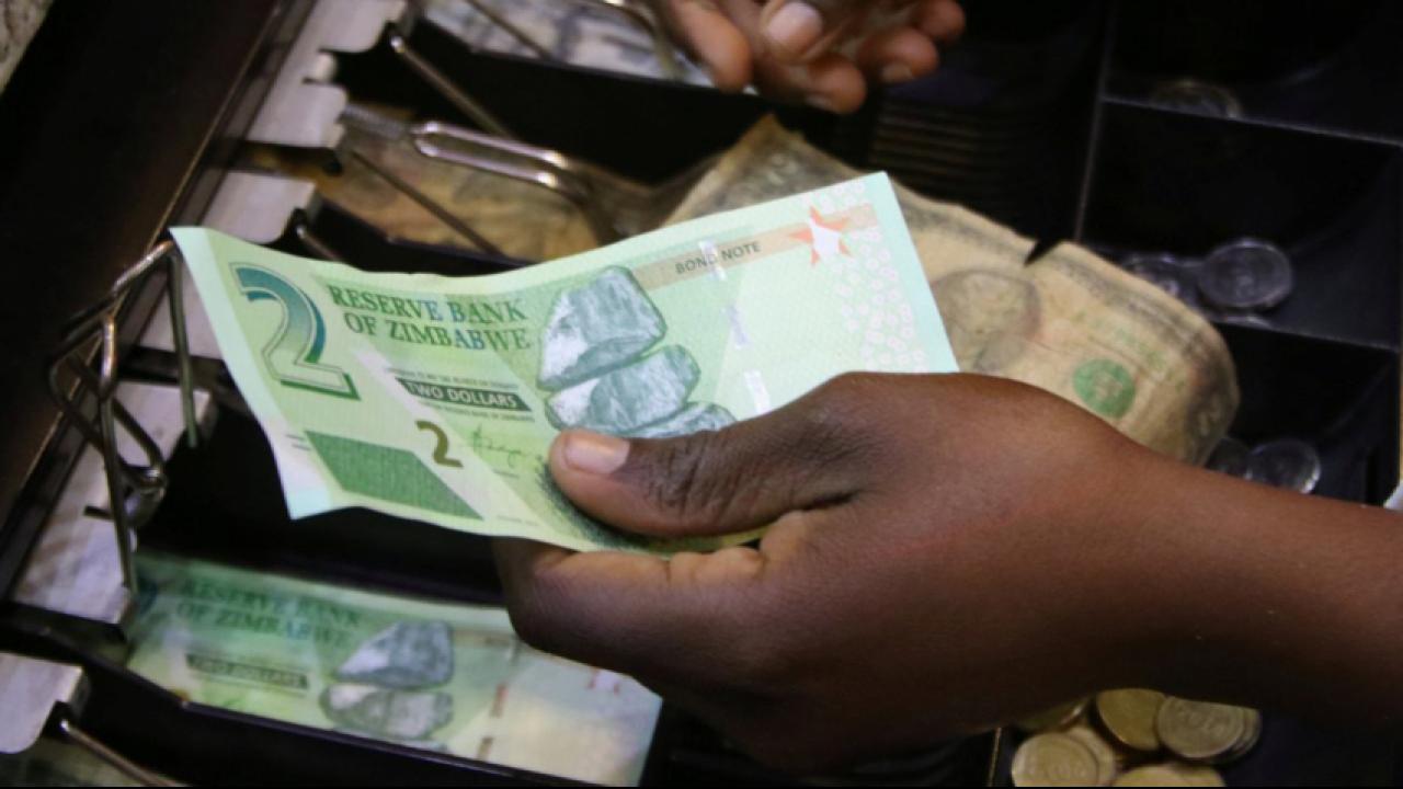 Zimbabwe sắp tung loại tiền tệ mới để cứu nền tài chính