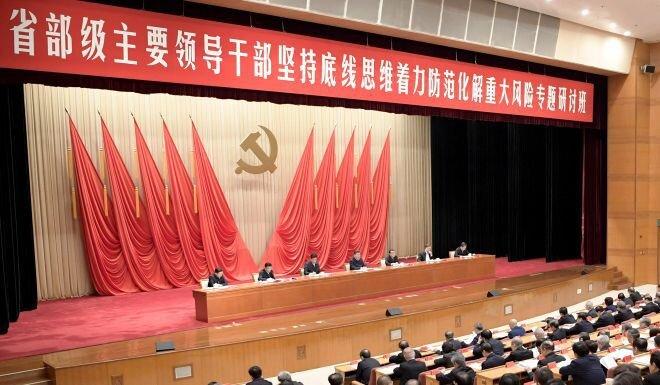 """Kinh tế Trung Quốc """"xuống dốc"""", ông Tập Cận Bình cảnh báo hàng loạt mối nguy hiểm"""
