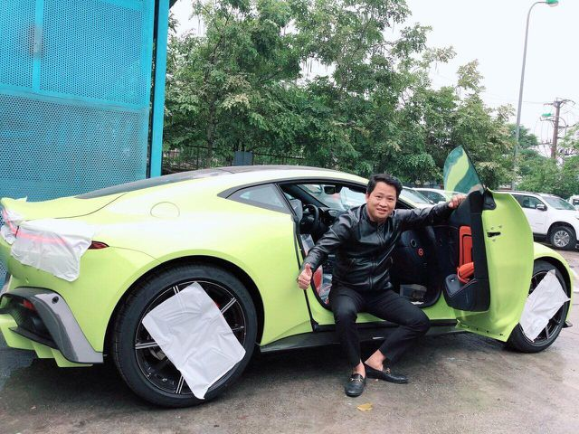 """Đại gia Hoàng Kim Khánh lại chơi trội trưng dàn siêu xe """"chẳng giống ai"""" - 2"""