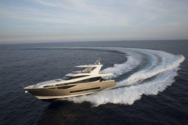 Tốc độ tối đa của Prestige 750 là 28 hải lý/giờ.