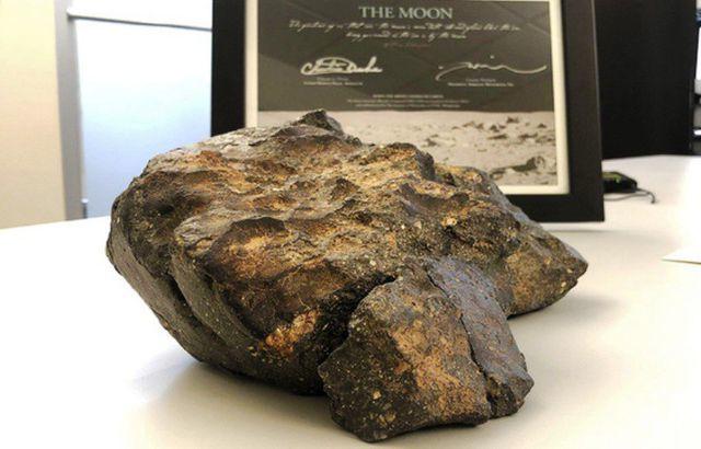 Đấu giá thiên thạch mặt trăng, đại gia xây chùa lớn nhất Việt Nam - 2