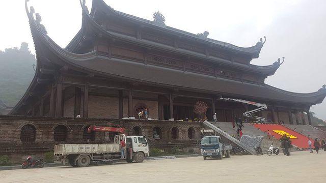 Đấu giá thiên thạch mặt trăng, đại gia xây chùa lớn nhất Việt Nam - 13