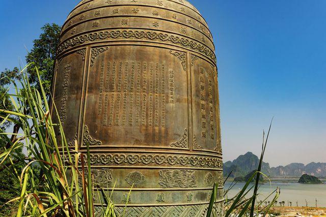 Đấu giá thiên thạch mặt trăng, đại gia xây chùa lớn nhất Việt Nam - 7