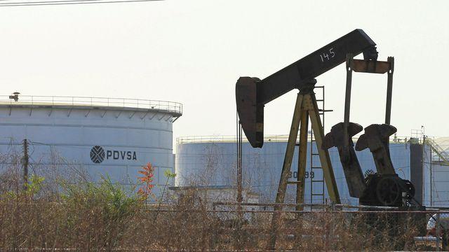 Bị Mỹ siết trừng phạt, Venezuela mở tài khoản tại Nga thu tiền bán dầu của các liên doanh  - 1