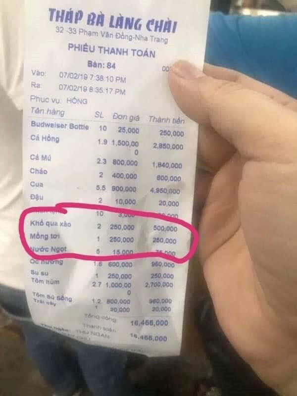"""Một nhà hàng ở Nha Trang bị phạt 750.000 đồng vì """"chặt chém"""" sau Tết"""