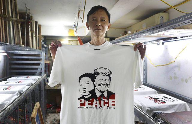 Một phút nghĩ ra ý tưởng, ngày bán 400 áo Tổng thống Trump và Chủ tịch Kim - 8