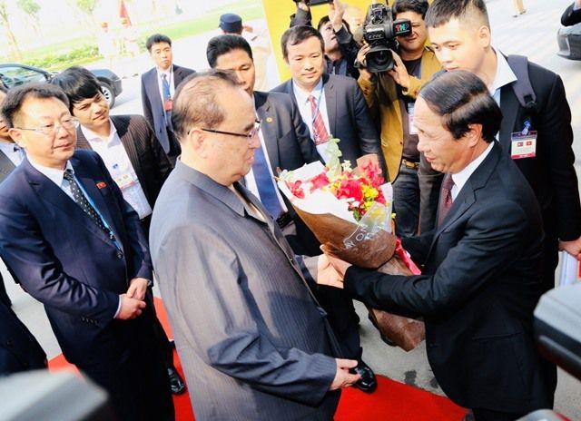 Đoàn Triều Tiên thăm tổ hợp sản xuất ô tô, nông nghiệp công nghệ cao tại Hải Phòng