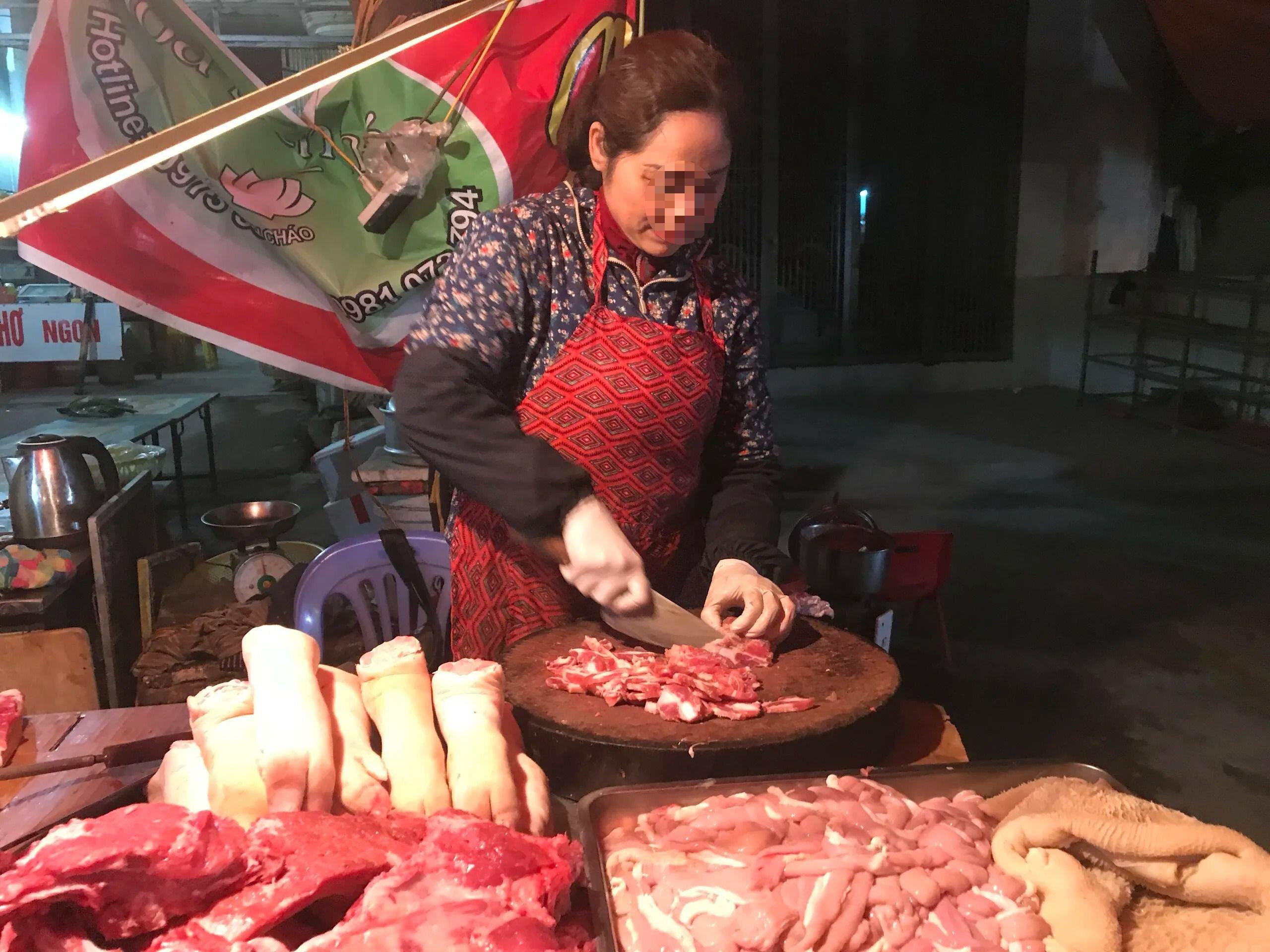 Người bán thịt lợn hơn 20 năm có phân biệt được lợn dịch ngoài chợ?