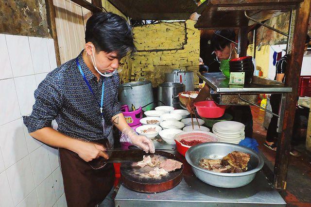 Thượng đỉnh Mỹ - Triều: Chủ hàng phở ngày ngủ 2 tiếng, thái thịt xuyên đêm - 2