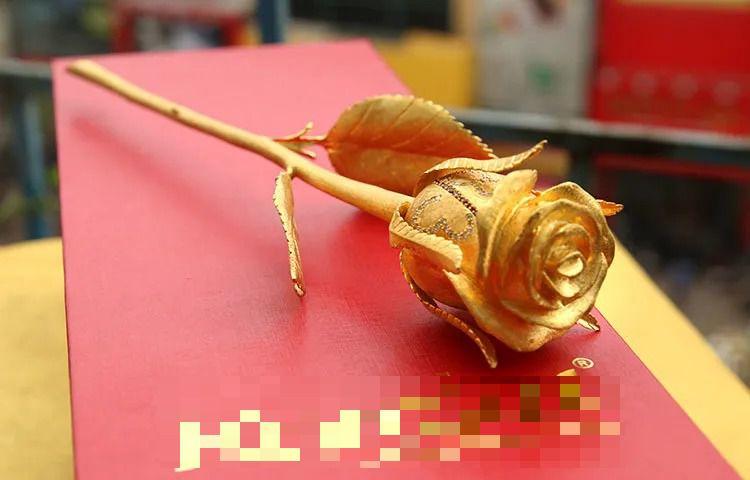 250 triệu đồng bông hồng vàng đính kim cương, đại gia chịu chơi tặng quà 8/3