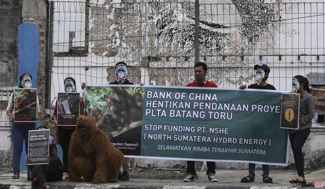 Người dân phản đối việc xây dựng một con đập do Trung Quốc hậu thuẫn ở Batang Toru.