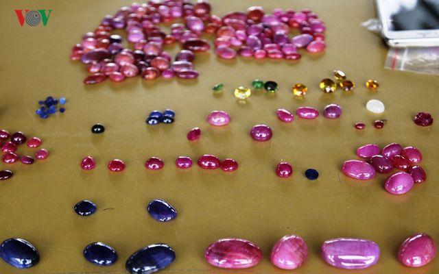 Độc đáo chợ đá quý đất ngọc Yên Bái - 20