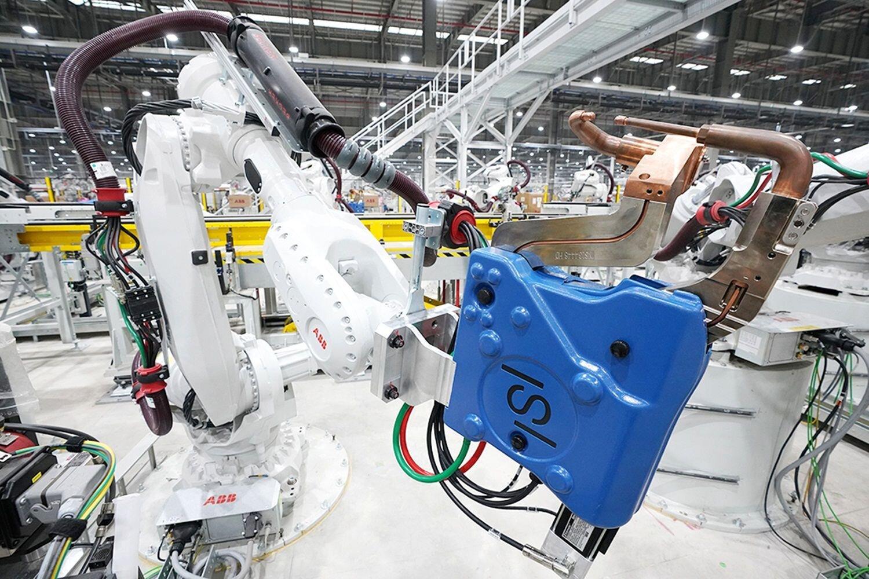 Thủ tướng: Quan điểm không cần sản xuất ô tô, cứ nhập khẩu toàn bộ là sai lầm!