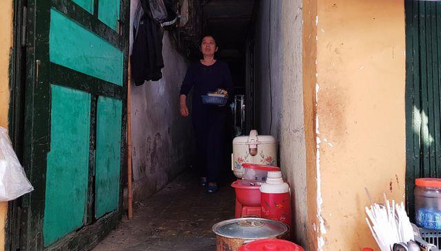 Cuộc sống bên trong những con ngõ chỉ vừa một người đi ở Hà Nội - 10