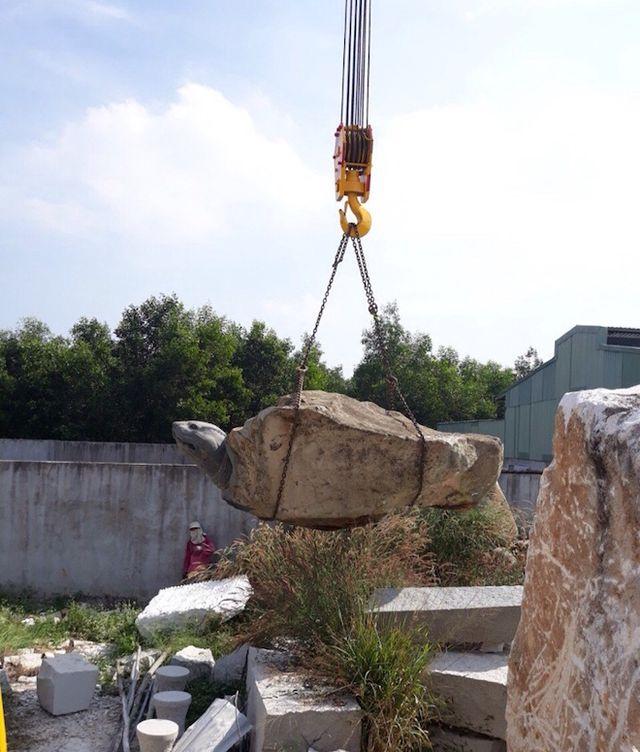 """Ảnh: Cận cảnh rùa đá """"Hồn thiêng đất Việt"""" nặng 20 tấn, 600 triệu không bán - 4"""