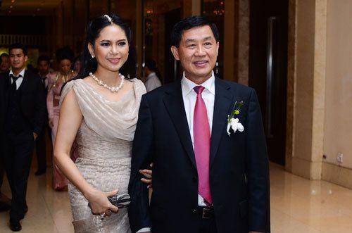 """Chỉ một quyết sách, nhà chồng """"siêu giàu"""" của Hà Tăng nhận cả trăm tỷ đồng """"tiền tươi"""""""