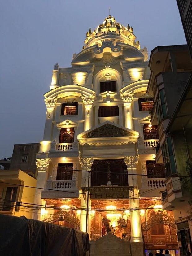 Choáng trước những siêu biệt thự dát vàng của giới nhà giàu Việt