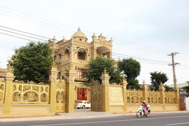 Choáng trước những siêu biệt thự dát vàng của giới nhà giàu Việt - 5