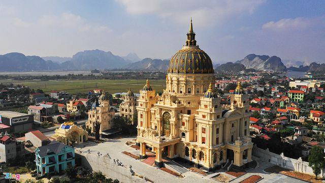 Choáng trước những siêu biệt thự dát vàng của giới nhà giàu Việt - 7